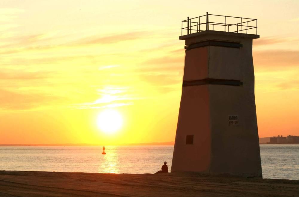 Breezy Pont Lighthouse